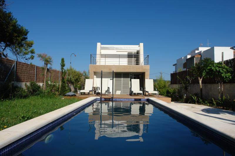 Modernes Ferienhaus Direkt Am Meer Fur 9 Personen Alcudia Mallorca