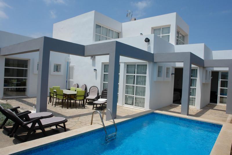 Exceptional Ferienhaus Mit Pool In Can Picafort, Mallorca, Aussen