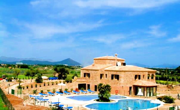 Grosses Ferienhaus Fur 16 Personen In Can Picafort Mallorca