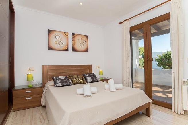 villa auf mallorca f r 10 personen in cala d 39 or ferienhaus mallorca. Black Bedroom Furniture Sets. Home Design Ideas