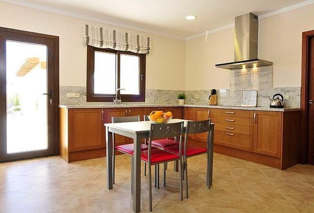 villa auf mallorca f r 10 personen in calonge ferienhaus mallorca. Black Bedroom Furniture Sets. Home Design Ideas