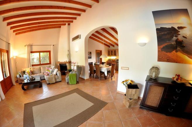 villa auf mallorca f r 6 personen in sa pobla ferienhaus. Black Bedroom Furniture Sets. Home Design Ideas